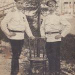 Корытов Афанасий Кузьмич (слева) со своим однополчанином