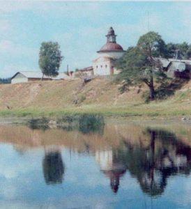 Вид на храм со стороны д. Васильевская