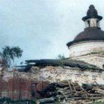 В таком состоянии находился храм летом 2000 года
